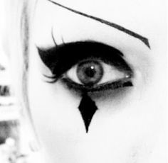 Another makeup idea for harley quinn's eyes for Halloween.