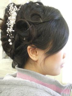 Perfect hairstyles and colors for outgoing and confident girls! For the latest trends in hair, nail, beauty and fashion, visit Design Press now! Cool Hairstyles For Girls, New Short Hairstyles, Indian Hairstyles, Classic Hairstyles, Girl Hairstyles, Hair Styles 2014, Short Hair Styles, Traditional Hairstyle, Bun Styles