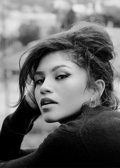 Image uploaded by Aʟᴇʏɴᴀ. Find images and videos about zendaya on We Heart It - the app to get lost in what you love. Zendaya Style, Zendaya Fashion, Pictures Of Zendaya, Disney Channel, Zendaya Maree Stoermer Coleman, Most Beautiful People, Portraits, Thing 1, Make Up