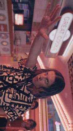 Stranger Things Actors, Bobby Brown Stranger Things, Stranger Things Aesthetic, Eleven Stranger Things, Stranger Things Netflix, Stranger Things Season, Millie Bobby Brown, Photos Des Stars, Best Shows Ever