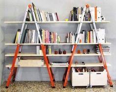 Doble escalera, encuentra más diseños para reciclar aquí...http://www.1001consejos.com/libreros-originales/