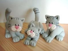 3 chats Polymer Clay Cat, Sculpey Clay, Polymer Clay Figures, Polymer Clay Animals, Polymer Clay Projects, Polymer Clay Creations, Chat Fondant, Clay Cats, Polymer Clay Christmas