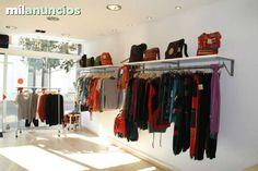 . Mobiliario comercial, Muebles de tienda de ropa, econ�micos. Para tiendas peque�as. Estanterias directas a pared con barra perchero.Muy resistente. Se adaptan a todos los espacios. Pidenos consejo.