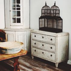 Century Swedish Chest of Drawers in the Gustavian Style found on Antiques Diva Sweden Tours Neoclassical Design, Houses In France, Swedish Style, Scandi Style, Modern Room, Home Decor Inspiration, Country Decor, Decoration, Painted Furniture