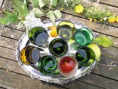 recycelte Weinflaschen werden zu einzigartigen Trinkbechern