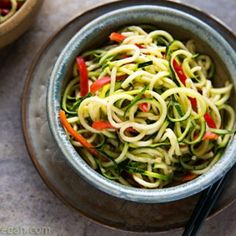 Zucchini Noodles with Sesame-Peanut Sauce. I love recipes that experiment with vegetables in different ways. A great alternative to pasta because of the filling fiber and water content of the veggies! Raw Food Recipes, Sauce Recipes, Vegetarian Recipes, Cooking Recipes, Healthy Recipes, Drink Recipes, Healthy Meals, Pasta Recipes, Healthy Food
