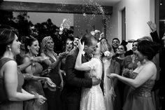 Chuva de Arroz | Casamento | Wedding | Inesquecível Casamento | Noivos | Couple | Recém casados | Foto dos Noivos