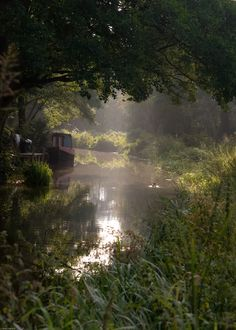 Misty september morning on the canal near Leek