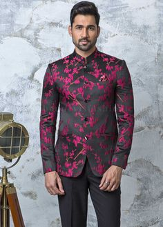 Grab attention with this classy black jacquard bandhgala with a combination of pink floral design crafted with a mandarin collar style paired with a matching bottom and a pocket square. Mens Wedding Wear Indian, Sherwani For Men Wedding, Wedding Dresses Men Indian, Formal Dresses For Men, Wedding Dress Men, India Fashion Men, Nigerian Men Fashion, Indian Men Fashion, Blazer Outfits Men