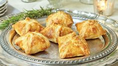 A spicy vegetable filling packed in puffed pastry mimics fancy calzones. You can easily increase this recipe to serve more guests. Veg Recipes, Vegetarian Recipes, Snack Recipes, Snacks, Vegetarian Cooking, Healthy Recipes, Vegetarian Times, Vegetarian Lunch, Turnover Recipes