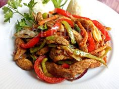 Csípős csirkemell csíkok zöldségekkel sütve | Józsi konyhája Kung Pao Chicken, Wok, Food And Drink, Chinese, Meals, Cooking, Ethnic Recipes, Cook Books, Baking Center