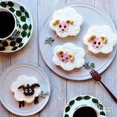 ouchigohan.jp 2017/12/28 19:00:42 delicious photo by @lilac.01 . サンドイッチを動物に見立てて作る、サンドイッチ+アニマル=「#サニマル」🐷 以前おうちごはんでも紹介したことのある、@yutaokashi さん発案のかわいいサンドイッチです👀 . @lilac.01 さんによるこちらの羊のサニマル🐏お花の型で食パンを抜いている際に、ひらめいて作ったものだそう✨ 黒い顔はチョコパン、ピンクの顔はハムをもみじ型で抜いて作られています😳 身近な道具を組み合わせて作れるので、「むずかしそう……」と思っている方にも、ぜひ参考にしていただきたいサニマルです🙌❤️ . 並んだコーヒーカップが葉っぱの柄でコーディネートされているのも、@lilac.01 さんのこだわりだそう🌿 今にも動いて葉っぱを食べだしそう……❗️そんな雰囲気の、かわいいサニマルです☺️❣️ . -------------------------- ◆#デリスタグラマー #delistagrammer…