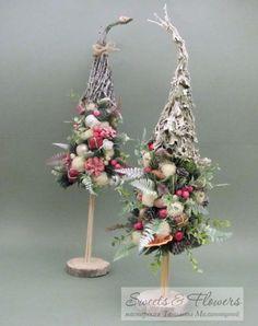 Christmas Tree On Table, Christmas Minis, Christmas Items, Diy Christmas Ornaments, Diy Christmas Gifts, Xmas Tree, Christmas Tree Decorations, Christmas Wreaths, Christmas Floral Arrangements