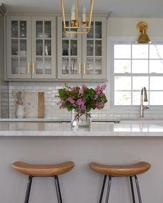 WEBSTA @ scoutandnimble - A gorgeous kitchen designed by @lindseyretellehanson. via: @elementstyle