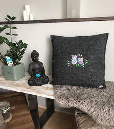 Throw Pillows, Blanket, Owl Cushion, October, Felting, Home Decor Accessories, Handarbeit, Toss Pillows, Decorative Pillows
