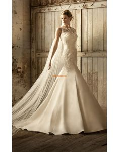 Essense of Australia Wedding Dresses - Search our photo gallery for pictures of wedding dresses by Essense of Australia. Find the perfect dress with recent Essense of Australia photos. Essense Of Australia Wedding Dresses, Elegant Wedding Gowns, Prom Dresses Uk, Wedding Dresses 2014, Gorgeous Wedding Dress, Lace Weddings, Bridal Dresses, Bridesmaid Dresses, Wedding Lace