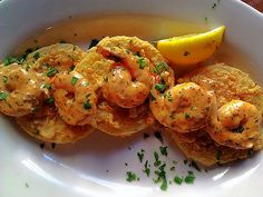 Fried Green Tomatoes and Shrimp with Spicy Remoulade -- Upperline's Restaurant in New Orleans is credited with the creation of this dish. There were always fried green tomatoes and shrimp remoulades, but when she merged them together, it was a match made Creole Recipes, Cajun Recipes, Shrimp Recipes, Cooking Recipes, Cooking Tips, Louisiana Seafood, Louisiana Recipes, Southern Recipes, Louisiana Kitchen