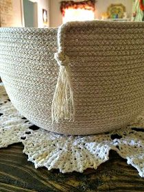 The ladies at Maya Made and Soulemama have been making these wonderful rope bowls for weeks now. I finally took the plunge and made u. Sisal, Rope Basket, Basket Weaving, Fabric Crafts, Sewing Crafts, Sewing Projects, Craft Projects, Fabric Basket Tutorial, Purse Tutorial