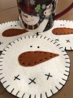50 Trendy and Beautiful DIY Christmas Lights Decoration Ideas - The Trending House Diy Christmas Light Decorations, Snowflake Decorations, Snowman Decorations, Snowman Crafts, Felt Crafts, Ornaments Ideas, Snowman Wreath, Felt Diy, Paper Crafts
