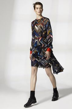 See the complete Preen by Thornton Bregazzi Resort 2016 collection.