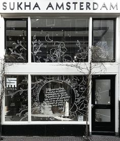 New window at Sukha Amsterdam! Fashion Showroom, Chalk Design, Store Windows, Window Art, Shop Window Displays, Front Windows, Window Stickers, Shop Signs, Retail Design