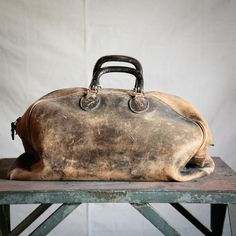 vintage leather gym bag--love the beaten-up look. You know this bag has a thousand stories