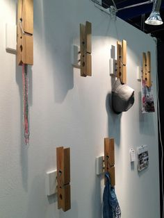 Inspiration for craft/hobby room :: 2 Large, oversized clothes pins to hold painting canvas while working . or other display items. Hat Display, Display Ideas, Store Displays, Window Displays, Retail Space, Retail Design, Visual Merchandising, Store Design, Decor Interior Design
