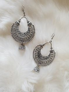 Indian Jewelry Earrings, Indian Jewelry Sets, Jewelry Design Earrings, Gold Earrings Designs, Silver Jewellery Indian, Women's Jewelry, Silver Jewelry, Antique Jewellery Designs, Fancy Jewellery