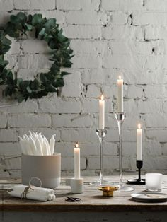 IKEA has plenty of ideas on how to decorate your home for Christmas. The IKEA Chistmas rooms are warm and with plenty of hygge. Ikea Christmas, Christmas Hacks, Cozy Christmas, Modern Christmas, Scandinavian Christmas, White Christmas, Christmas Time, Big Candles, White Candles