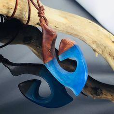 Ein persönlicher Favorit aus meinem Etsy-Shop https://www.etsy.com/de/listing/586634689/wood-resin-necklaceshimmering-metallic