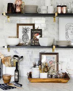 """560 curtidas, 4 comentários - Mobly (@moblybr) no Instagram: """"O uso de prateleiras na cozinha torna o ambiente ainda mais organizado e funcional. Dá até para…"""""""