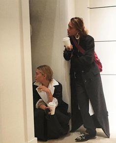 Olsens Anonymous Blog Mary Kate And Ashley Olsen Twins The Row Spring Summer SS 2017 Fashion Show New York Fashion Week Instagram Via Vanityfairfrance