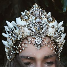 Vintage mermaid crown (€83) ❤ liked on Polyvore featuring home, home decor, backgrounds, vintage home decor, vintage home accessories, handmade home decor and mermaid home decor