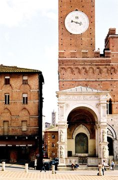 The famous clocktower in Siena, Italy