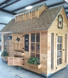 Texas Chicken Coops - I loved the playhouse my Dad built for me as a child and now I want one for chickens.