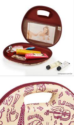 Maleta para cosméticos termo moldada. Brindes personalizados em rampqzzo.com.br Coin Purse, Wallet, Purses, Promotional Giveaways, Bunk Bed, Wall, Patterns, Handmade Purses, Wallets