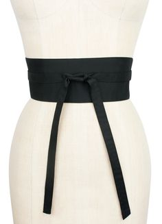 The black cotton poplin Obi Belt is the perfect addition to any top or dress! This retro design features a wide band and smaller, narrow long ties that can be wrapped around the waist and tied off. From fun prints to our classic solids, the Obi Belt is easy to mix and match with our dresses and separates! For more styling ideas, check out our Pinterest.