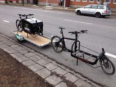 Cargo bike on a cargo trailer bike pulled by cargo bike :) Custom Trailers, Cargo Trailers, Cool Bicycles, Cool Bikes, Bullitt Cargo Bike, Velo Cargo, Bicycle Safety, Bike Pic, Cool Bike Accessories