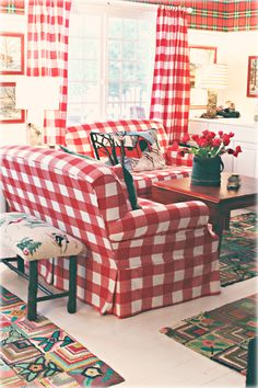 I love, love, LOVE this room---well okay, I'm not crazy about the plaid wallpaper but everything else makes me swoon! So happy, fun and cheery!