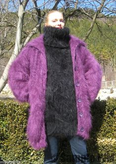 Hold me under that coat tightly to your fuzzy sweater. Turtleneck Outfit, Sweater Outfits, Mohair Sweater, Men Sweater, Gros Pull Mohair, Sweater Layering, Angora, Fur Coat, Turtle Neck