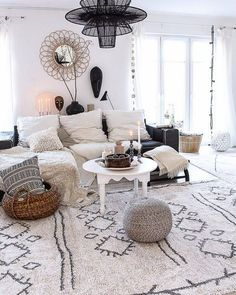 In the design world, the ling room is tossed around a lot. Everybody needs to look immaculate—yet in addition like bohemian style living room décor ideas are… Bohemian Furniture, Bohemian Decor, White Bohemian, Bohemian Style, Boho Chic Living Room, Living Room Decor, Interior Design Trends, Floor Pouf, Style Deco