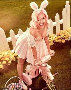 What better way to celebrate Easter than with a Miley Cyrus Easter shoot! These truly beautiful, fun and flirty pics of Miley Cyrus in a pin-up inspired Easter photoshoot were taken by celebrity ph… Miley Cyrus Dress, Miley Cyrus Pictures, Vogue Photoshoot, Miley Cyrus Photoshoot, Getting Spanked, Pin Up, Lingerie Fine, Cody Simpson, Cultura Pop