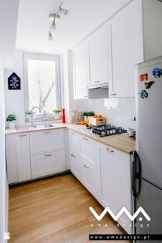 49 Small Kitchen Ideas That Will Make You Feel Roomy 49 Small Kitchen Ideas That Will Make You Feel Roomy Wilma Spielen welldonecrochet Home - Küche 10 Styles Perfect for Your Tiny Kitchen area Wilma Spielen 10 Styles Perfect for Your Tiny Kitchen area Kitchen Sets, New Kitchen, Kitchen Decor, Kitchen Hacks, 10x10 Kitchen, Kitchen Nook, Cheap Kitchen, Refacing Kitchen Cabinets, Soapstone Kitchen