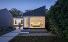 Rear Window House / Edward Ogosta Architecture