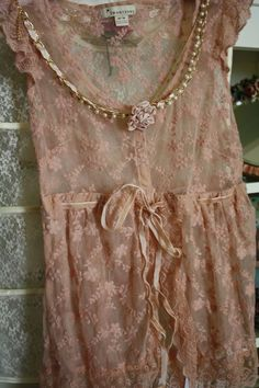 lace and shabby chic clothing Vintage Lace, Vintage Dresses, Vintage Outfits, Vintage Fashion, Vintage Country, Vintage Pink, Ropa Shabby Chic, Shabby Chic Style, Shabby Chic Outfits