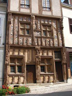 Maison du Pilori. Joigny, Bourgogne.