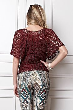 Here you can see a beautiful blouse crochet patterns free, that's right, the standard of this crochet bat wing blouse is free. Crochet Bat, Moda Crochet, Crochet Woman, Crochet Bodycon Dresses, Black Crochet Dress, Crochet Cardigan, Crochet Designs, Crochet Patterns, Look Boho