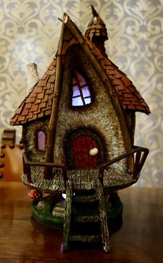 Based on a house by Creative Mom Fairy House Crafts, Fairy Garden Houses, Doll House People, Paper Mache Crafts, Cardboard Art, Fairy Doors, Miniature Houses, Diorama, Dollhouse Miniatures