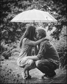 Romance in rain Photo Couple, Love Couple, Couple Photos, Kissing In The Rain, Dancing In The Rain, Couple Kissing, Under My Umbrella, Rain Umbrella, No Rain