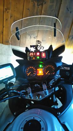 Cockpit vstrom 650 with gear Indicator and Celsius Controller